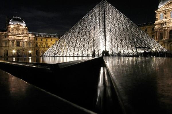 louvre-pyramid_1